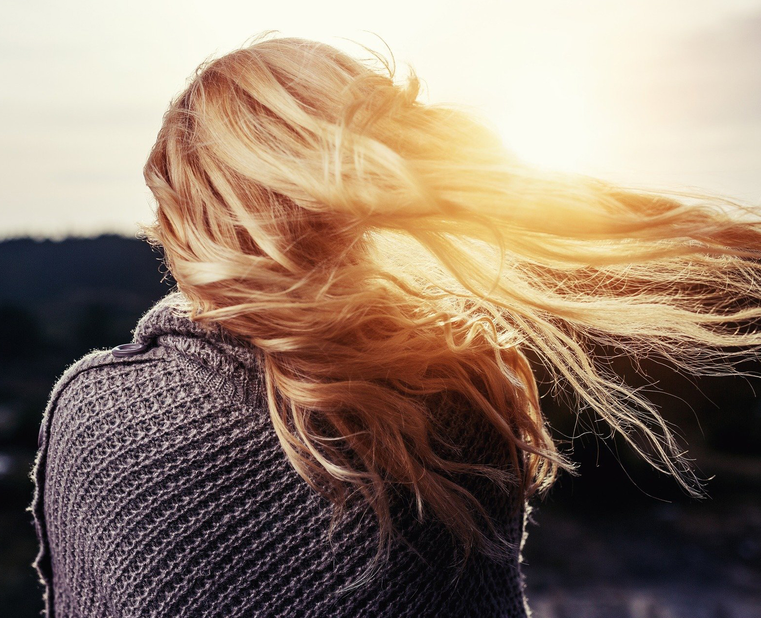 wypadanie_włosów_łysienie_przyczyny_utraty_włosów_admed